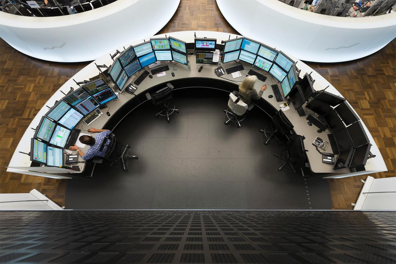 IPO trading pit from above (landscape)